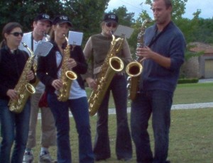 Sax Players entertaining runners